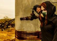 Γυναίκα στη μάσκα αερίου στοκ φωτογραφία με δικαίωμα ελεύθερης χρήσης