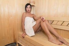 Γυναίκα στη σάουνα Στοκ Εικόνα