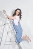 Γυναίκα στη σκάλα στοκ φωτογραφίες με δικαίωμα ελεύθερης χρήσης