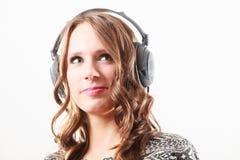 Γυναίκα στη χαλάρωση μουσικής ακούσματος ακουστικών mp3 Στοκ Εικόνες