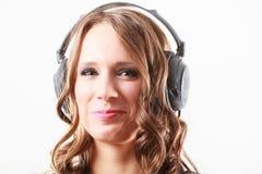 Γυναίκα στη χαλάρωση μουσικής ακούσματος ακουστικών mp3 Στοκ Εικόνα