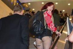 Γυναίκα στον υπόγειο χωρίς εσώρουχα Στοκ φωτογραφίες με δικαίωμα ελεύθερης χρήσης