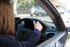 Γυναίκα στο αυτοκίνητο Στοκ Φωτογραφία