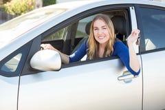 Γυναίκα στο αυτοκίνητο στοκ φωτογραφία με δικαίωμα ελεύθερης χρήσης