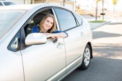 Γυναίκα στο αυτοκίνητο στοκ φωτογραφίες με δικαίωμα ελεύθερης χρήσης
