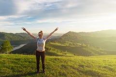 Γυναίκα στο βουνό Altai στοκ φωτογραφίες με δικαίωμα ελεύθερης χρήσης
