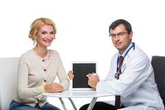 Γυναίκα στο διορισμό γιατρών Στοκ Φωτογραφίες