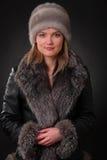 Γυναίκα στο καπέλο γουνών Στοκ εικόνες με δικαίωμα ελεύθερης χρήσης