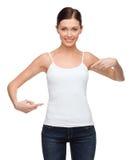 Γυναίκα στο κενό άσπρο πουκάμισο Στοκ Φωτογραφίες