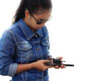 Γυναίκα στο κοστούμι τζιν με το πυροβολισμό Στοκ Εικόνα