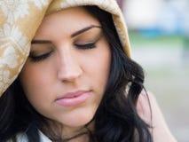 Γυναίκα στο μαντίλι για το κεφάλι Στοκ φωτογραφία με δικαίωμα ελεύθερης χρήσης