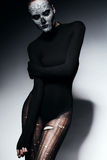 Γυναίκα στο Μαύρο που σχίζονται pantyhose και την κορυφή Στοκ φωτογραφία με δικαίωμα ελεύθερης χρήσης