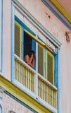 Γυναίκα στο παράθυρο στοκ εικόνα με δικαίωμα ελεύθερης χρήσης