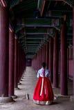 Γυναίκα στο παλάτι Gyeongbokgung Στοκ Εικόνες