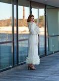 Γυναίκα στο πλεκτό παλτό Στοκ Εικόνα