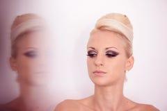 Γυναίκα στο στούντιο σύνθεσης Στοκ εικόνες με δικαίωμα ελεύθερης χρήσης
