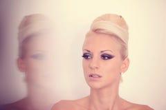 Γυναίκα στο στούντιο σύνθεσης Στοκ Εικόνες