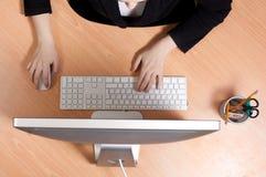 Γυναίκα στο χώρο εργασίας στοκ εικόνα