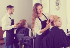 Γυναίκα στο barbershop Στοκ Εικόνα