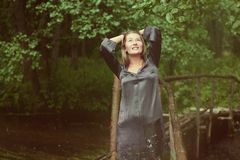 γυναίκα στο brige Στοκ Εικόνες