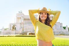 Γυναίκα στο venezia πλατειών στη Ρώμη, Ιταλία Στοκ Φωτογραφία