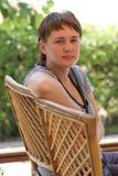 γυναίκα συνεδρίασης εδ& στοκ φωτογραφίες με δικαίωμα ελεύθερης χρήσης