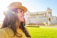 Γυναίκα σχεδιαγράμματος στο venezia πλατειών στη Ρώμη, Ιταλία Στοκ Φωτογραφίες