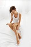 Γυναίκα σώματος ομορφιάς Όμορφο κορίτσι σχετικά με τα μακριά πόδια Epilated στοκ φωτογραφίες με δικαίωμα ελεύθερης χρήσης