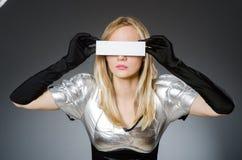 Γυναίκα τεχνολογίας σε φουτουριστικό Στοκ εικόνες με δικαίωμα ελεύθερης χρήσης