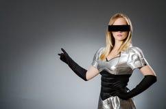 Γυναίκα τεχνολογίας σε φουτουριστικό Στοκ Εικόνες