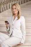 γυναίκα τηλεφωνικών σκα&lam Στοκ φωτογραφία με δικαίωμα ελεύθερης χρήσης