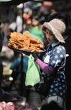 Γυναίκα της Ασίας αγοράς τροφίμων της Καμπότζης Στοκ Εικόνες