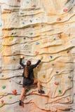 γυναίκα τοίχων επιχειρησιακού βράχου Στοκ εικόνες με δικαίωμα ελεύθερης χρήσης