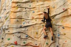 γυναίκα τοίχων επιχειρησιακού βράχου Στοκ φωτογραφία με δικαίωμα ελεύθερης χρήσης