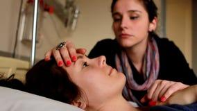 γυναίκα το μάγουλο ενός ασθενή ρίψης απόθεμα βίντεο