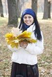 Γυναίκα το φθινόπωρο Στοκ εικόνα με δικαίωμα ελεύθερης χρήσης