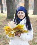 Γυναίκα το φθινόπωρο Στοκ Φωτογραφίες