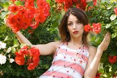 γυναίκα τριαντάφυλλων κήπ Στοκ φωτογραφίες με δικαίωμα ελεύθερης χρήσης