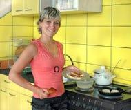 γυναίκα τροφίμων μαγείρων στοκ εικόνες
