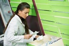 γυναίκα φαρμακείων φαρμα&k στοκ εικόνες με δικαίωμα ελεύθερης χρήσης