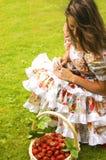γυναίκα φραουλών Στοκ Φωτογραφίες
