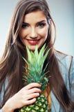 Γυναίκα φρούτων Στοκ φωτογραφία με δικαίωμα ελεύθερης χρήσης