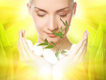 γυναίκα φυτών εκμετάλλε&u στοκ εικόνα