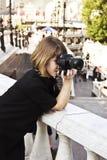 γυναίκα φωτογραφικών μηχ&alp Στοκ Εικόνα