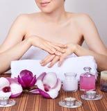 γυναίκα χεριών προσοχής Στοκ εικόνα με δικαίωμα ελεύθερης χρήσης