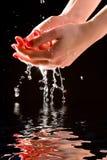γυναίκα χεριών προσοχής στοκ εικόνες