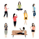 Γυναίκα χρησιμοποιώντας το smartphone, μιλώντας, texting και παίρνοντας selfie Πλήθος των μοντέρνων γυναικών απεικόνιση αποθεμάτων