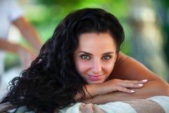 γυναίκα ύδατος σωμάτων care foot health spa Γυναίκα SPA Έννοια επεξεργασίας ομορφιάς Όμορφη υγεία Στοκ Εικόνες
