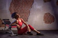 Γυναίκα Afro μετά από τη γυμναστική workout στοκ εικόνες
