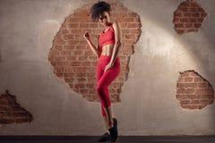 Γυναίκα Afro μετά από τη γυμναστική workout στοκ φωτογραφία